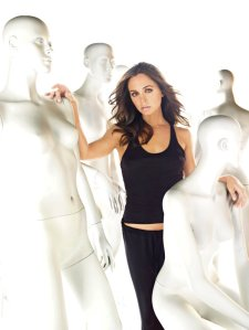 Eliza Dushku out-mannequins the mannequins. Acting!!