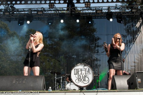 Delta Rae SIngs their heart out.
